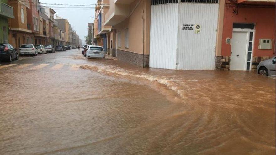 achique de agua en inundación